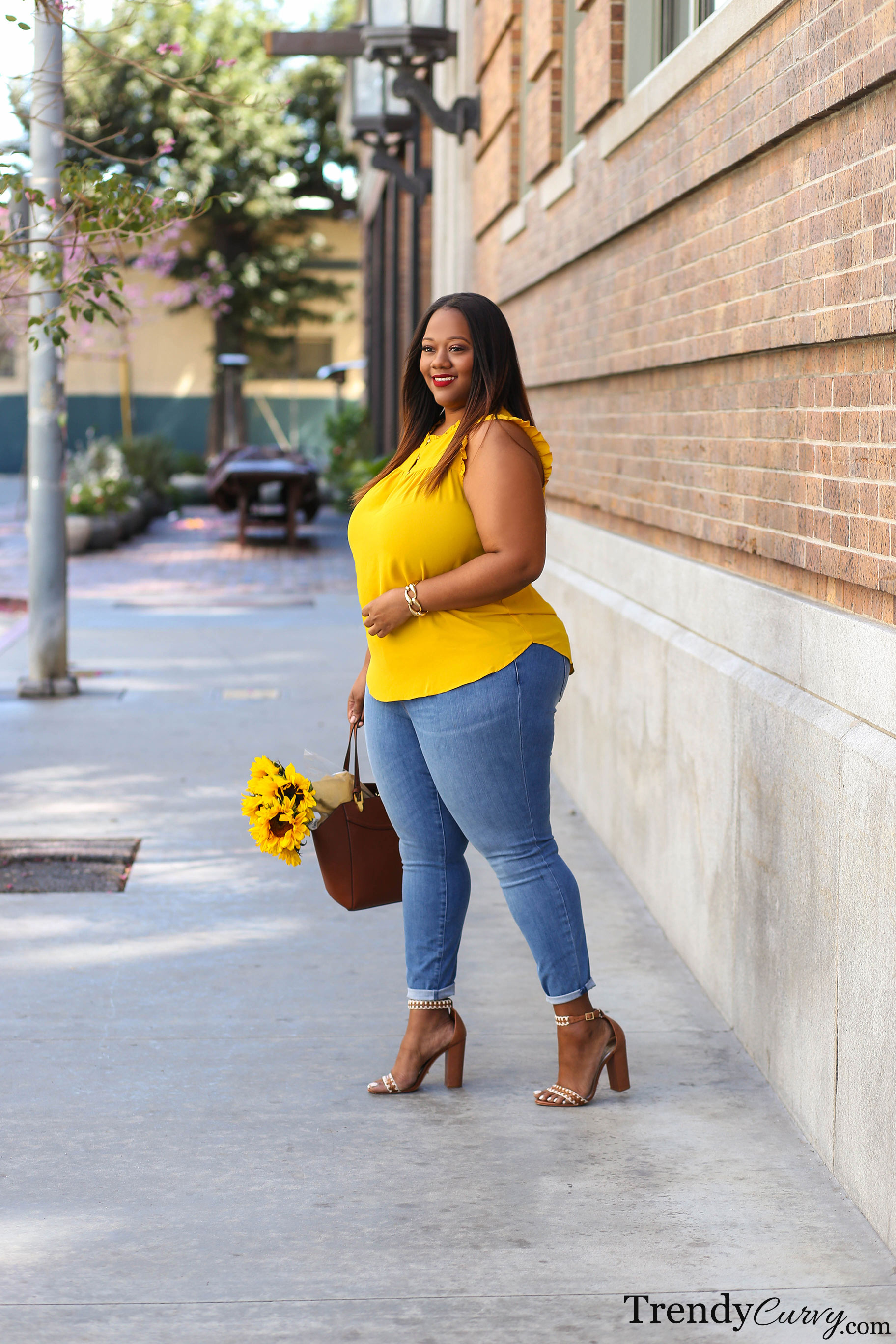 3c598900929 I was first introduced to LOFT when they launched plus size earlier this  year. I had never worn the brand before because they hadn t carried my size  up ...